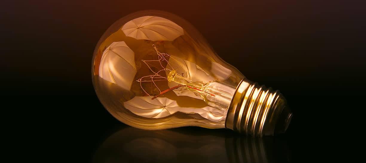 Ampoule de réflexion de stratégie de communication